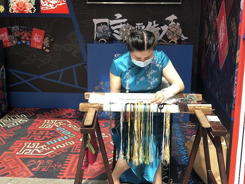 共同守护长三角非遗,上海大世界打造首个非遗主题乐园
