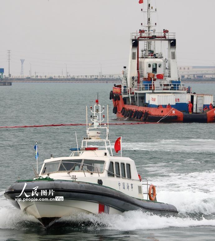 2020年河北海域举行船载危险化学品污染事故应急演习