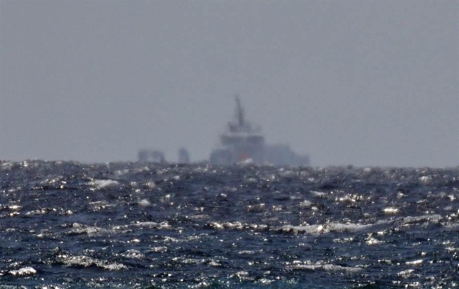 台湾东部海疆26日早晨发明1艘运输舰。(图源:台湾中时消息网)