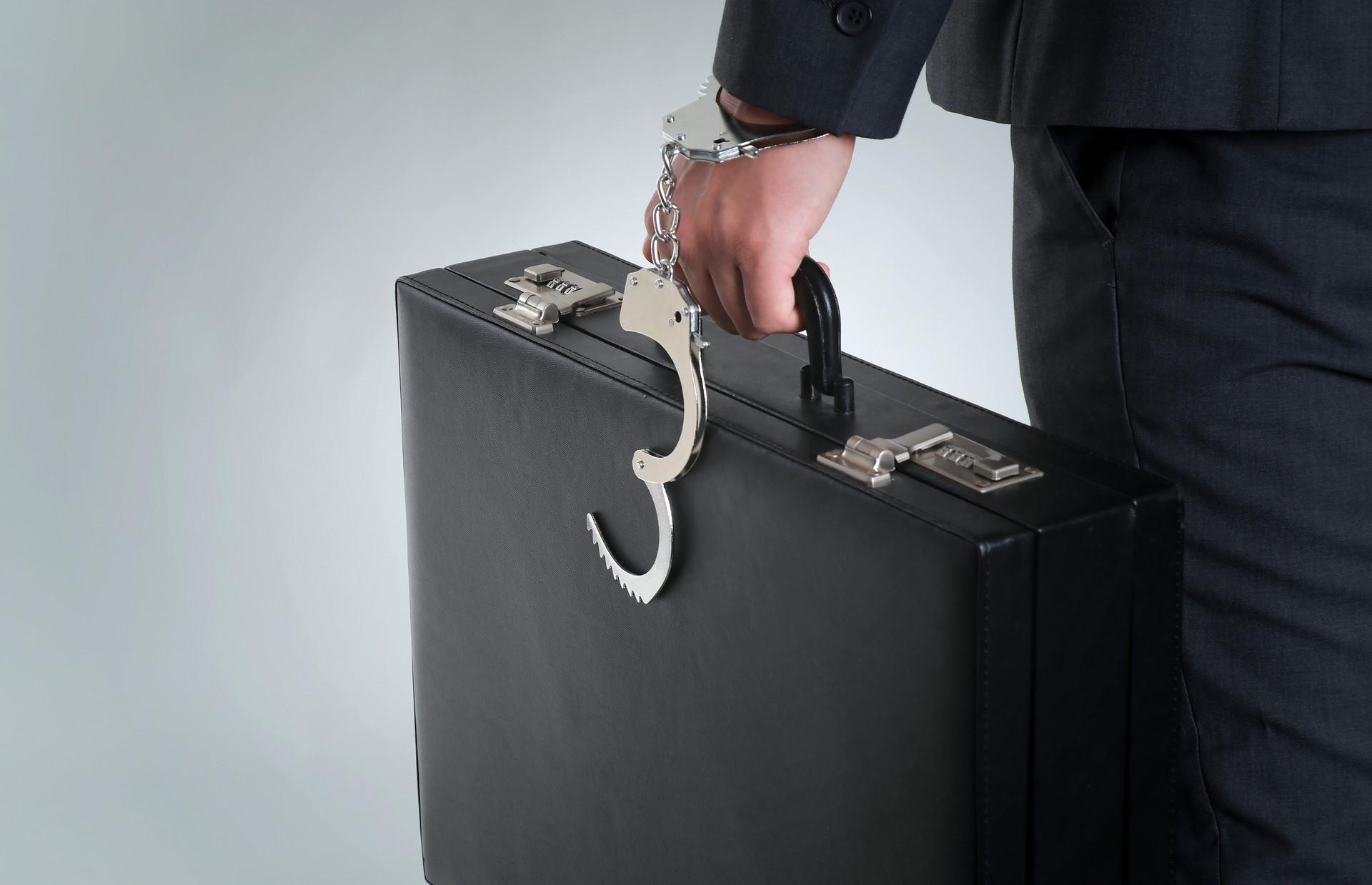 """金融检察微课堂 纯粹是帮""""老领导""""的忙,为何给自己带来牢狱之灾?"""
