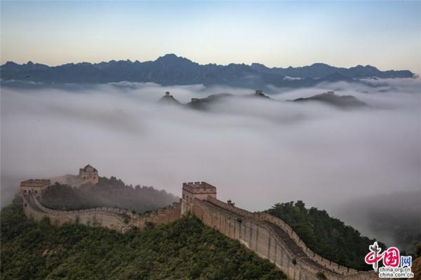 世界旅游日:金山岭云海翻腾 礼赞中国长城之美