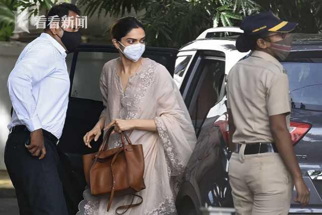 3位明星被查涉毒 印度导演:宝莱坞正遭福寿膏影响(图2)