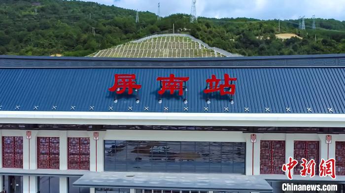 衢宁铁路开通运营 坐享浙闽山海风情