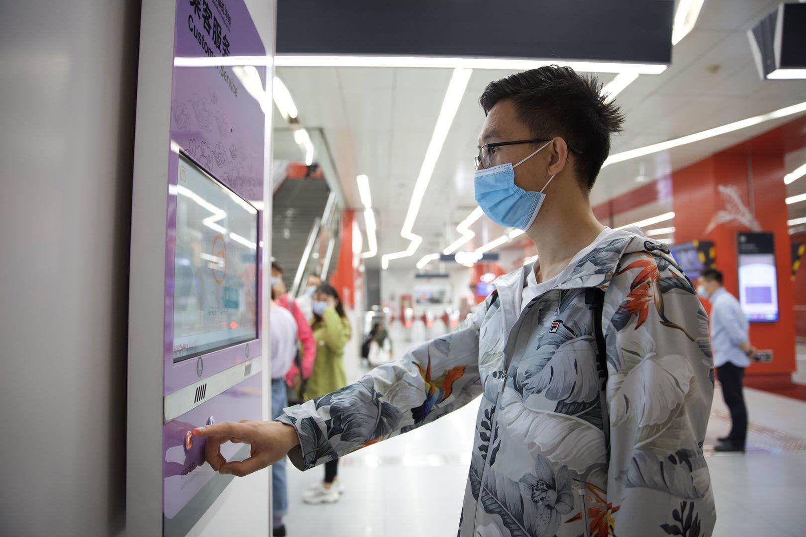 北京地铁机场线上线乘客求助系统 十秒左右就能联系上工作人员图片
