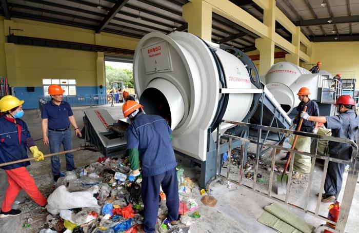 老港垃圾填埋场来了新型垃圾分类机