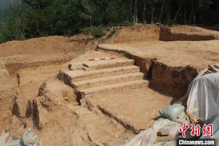 西安临潼华清宫发现保存完整唐代高台建筑遗址图片
