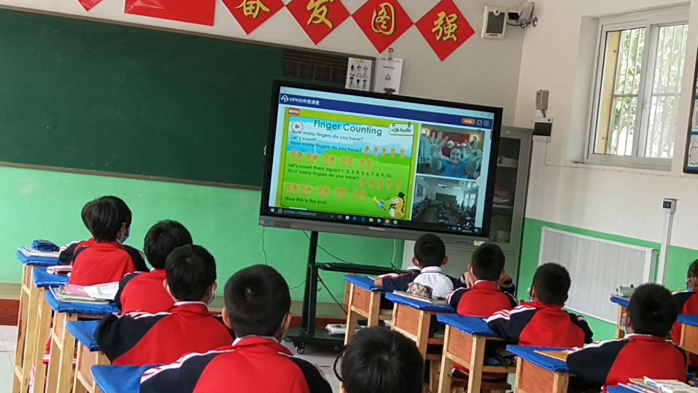 外教口语课走进乡村小学课堂 校长:我们需要外界资源扶一把图片