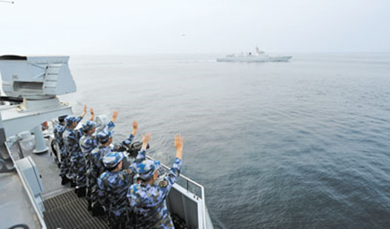 我海军第35、36批护航编队在亚丁湾完成任务交接