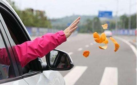 """遇到""""车窗抛物"""",这里可以举报图片"""