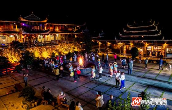 国庆节去哪玩?怀化穿岩山国家森林公园枫香瑶寨篝火旺…