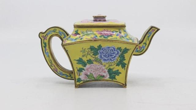 意外惊喜?英国车库发现乾隆年间酒壶,拍卖金额高达339万元