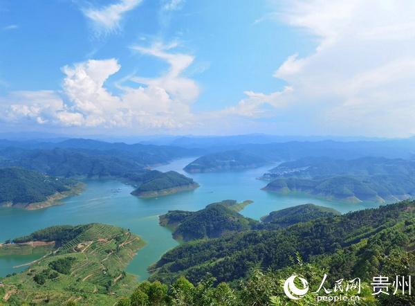 黔西南旅游推介会:12个投资项目签约