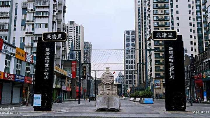 """翻开""""书页""""识老街,在民康里雕塑里遇见老济南的民俗风情"""
