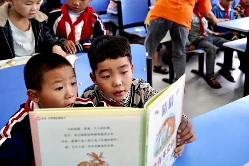 """""""猜猜我有多爱你""""主题捐赠活动,黔东南获赠10万元经典图书"""