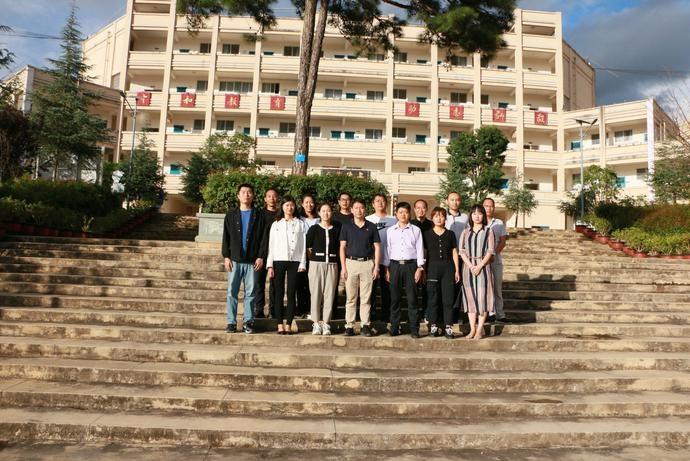 云南:保山市定向选调生到保九中开展教育扶贫宣讲活动