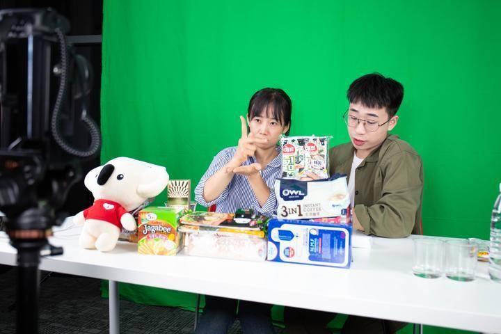 杭州姑娘用手语完成人生首次直播