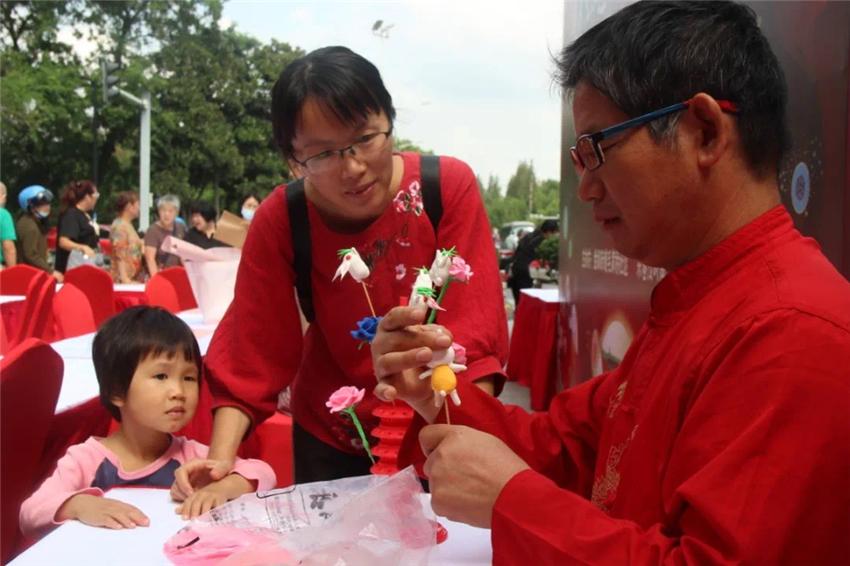 颂民俗、传文化,苏州毛家桥社区举行民俗技艺体验活动