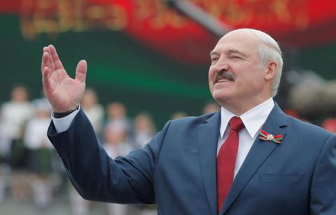被马克龙喊话辞职后 白俄总统怒怼:2年前你就该下台