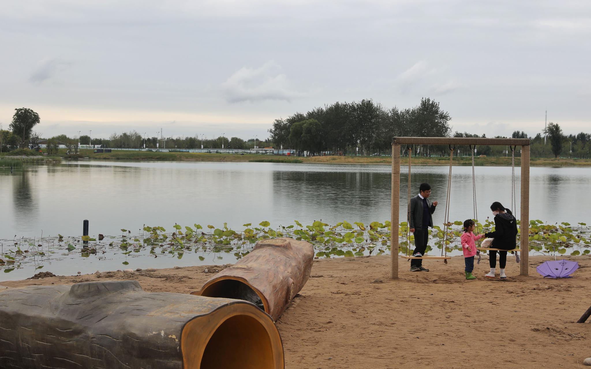 山水林田湖齐备,温榆河公园迎国庆增1700余个应急停车位图片