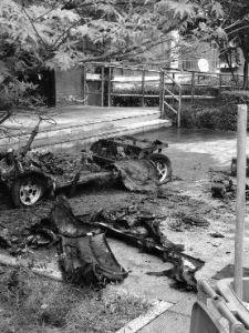 """宝鸡一号小区居民""""飞线""""被充电 灾难车被烧成空架子"""