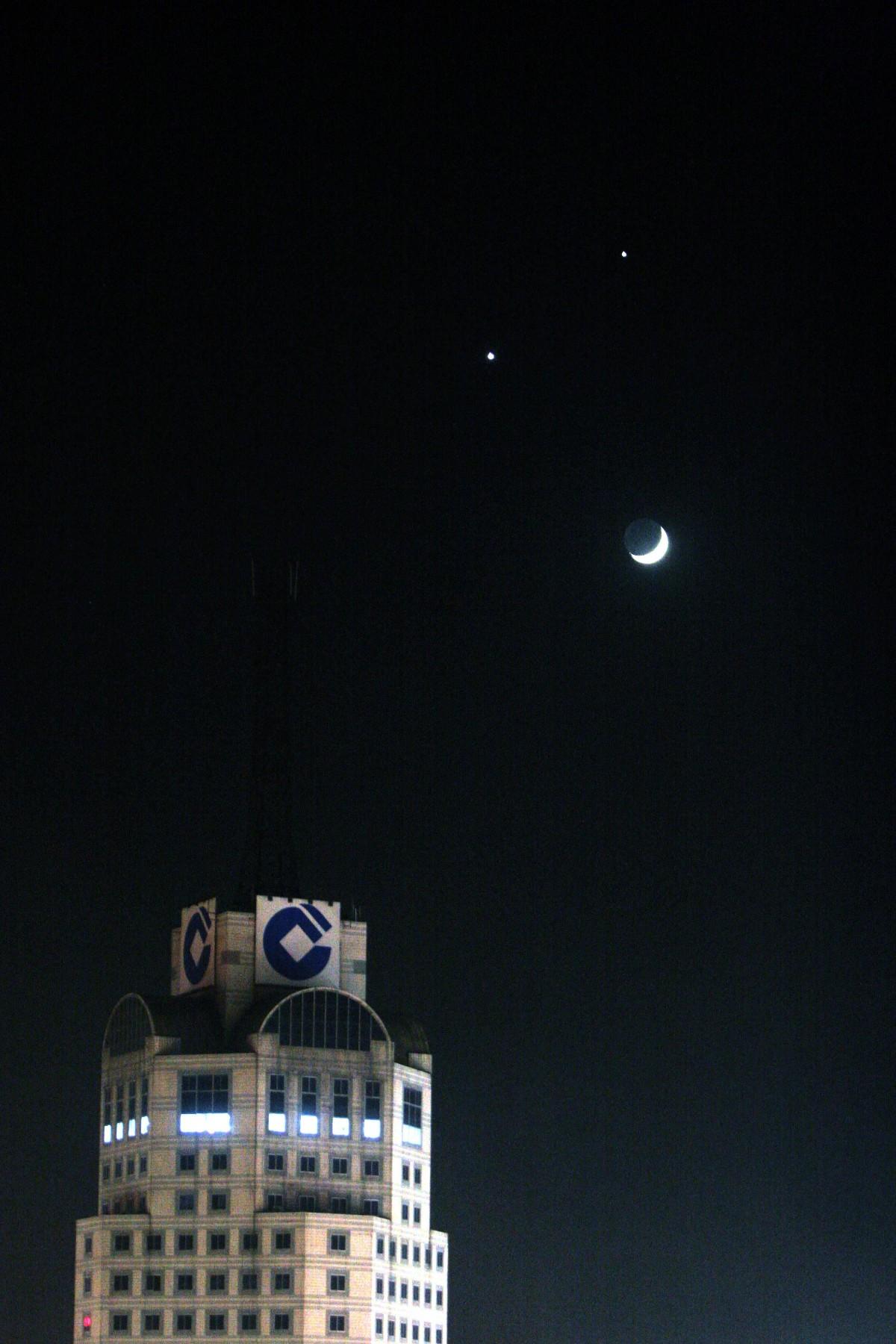 """期待!10月星空将迎火星冲日、双星伴月、""""最小满月"""""""