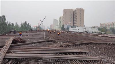呼和浩特金海高架桥金川段最后一个匝道正在加紧施工 金海高架桥试运营在即