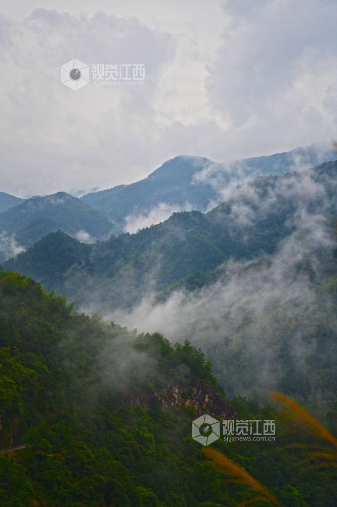 江西铅山:佘乡如雨后的水墨画