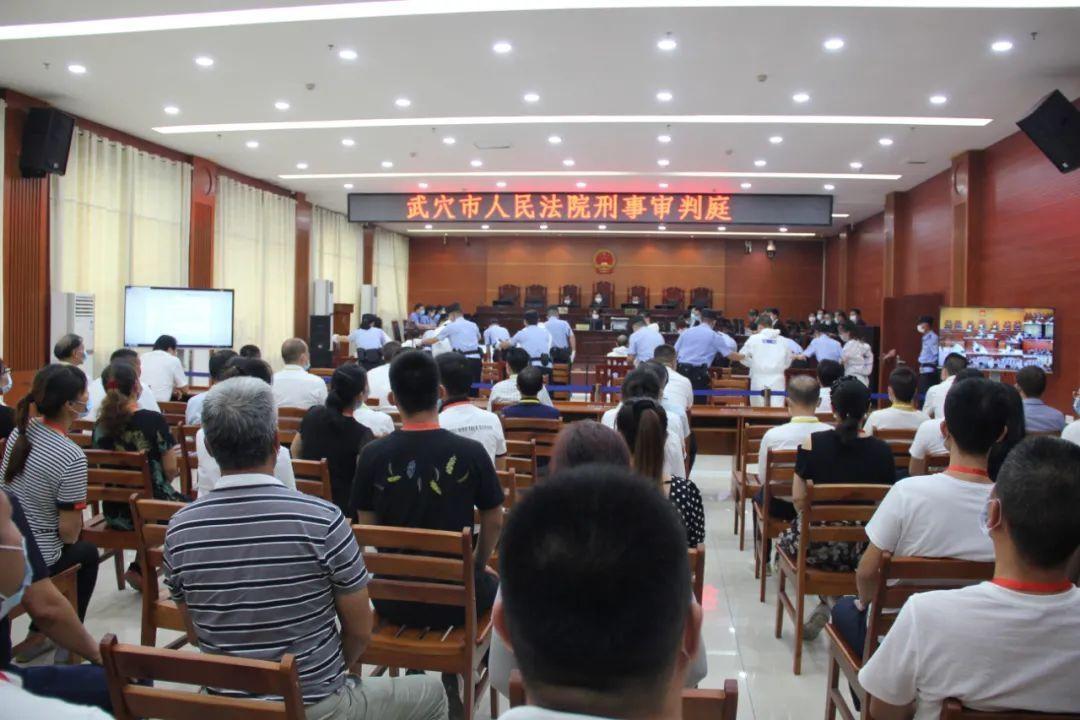 吴雪公开审理了邓鹏等12个恶势力犯罪集