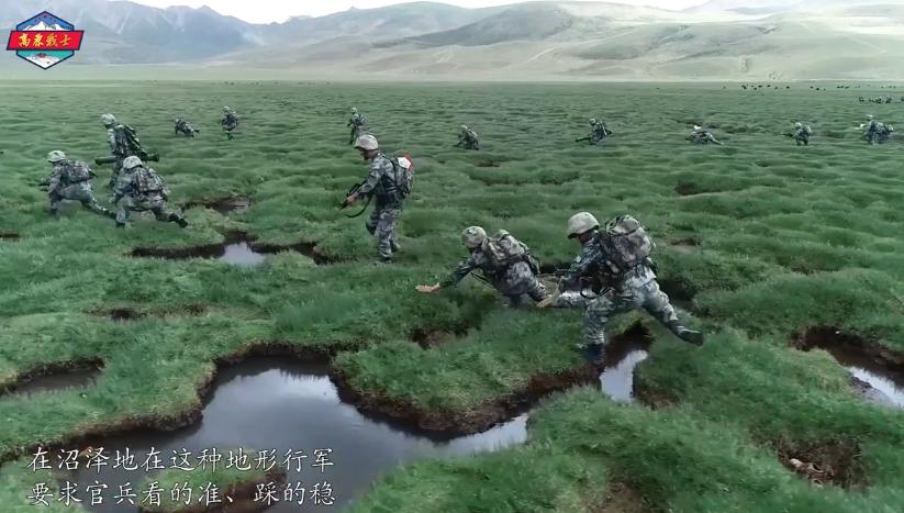 1。 白天,步兵跟随指挥在沼泽地冲击前进;