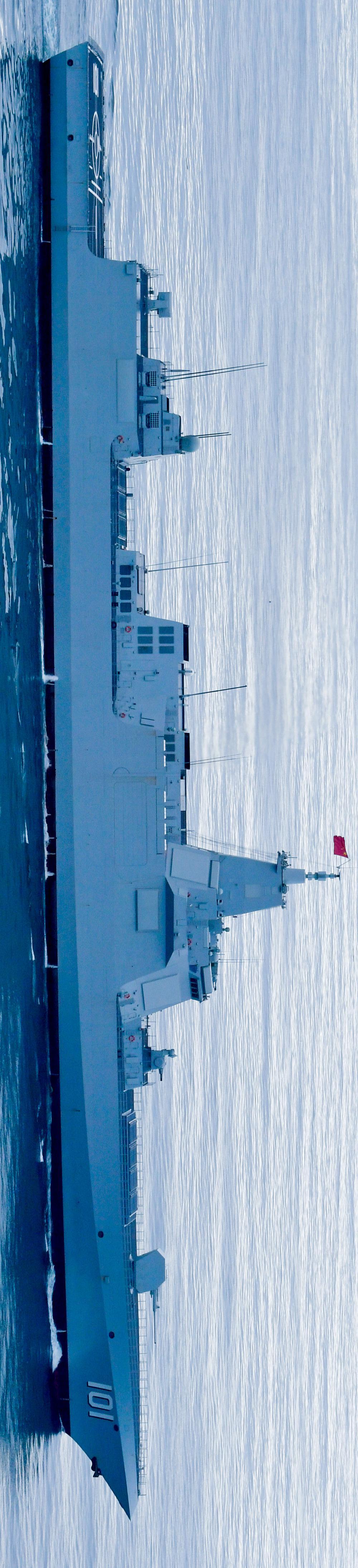 055这线条,真是巡洋舰的范儿\n\n\n@图片来源:军网英文(摄影,Zou Xiangmin)