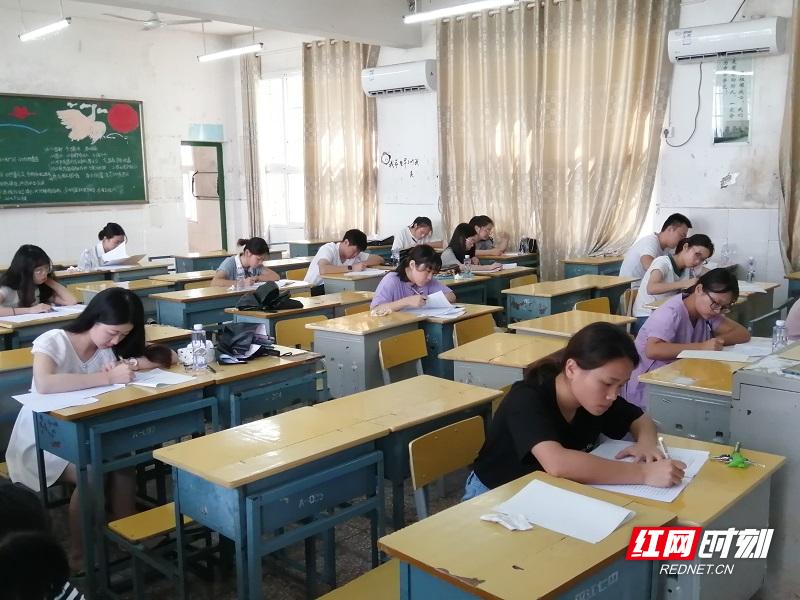 平江七中:开学不忘新课标新教材业务考试