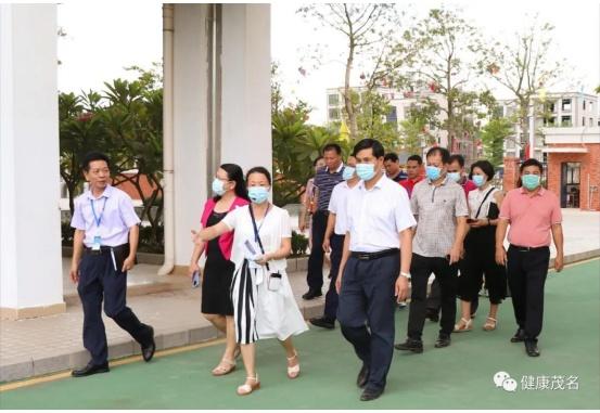 副市长黄泉带领一个小组到电白区监督和