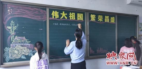 """西平县第三小学举行""""喜迎国庆""""黑板报比赛"""