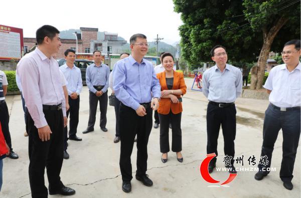 贺州市委书记李宏庆到八步区监督扶贫工