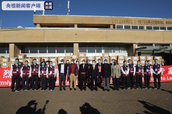 中国政府抗疫医疗专家组抵达非洲 开展经验分享