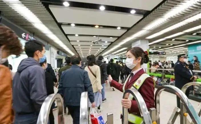 上海市道路运输管理局:乘坐公交车一律佩戴口罩