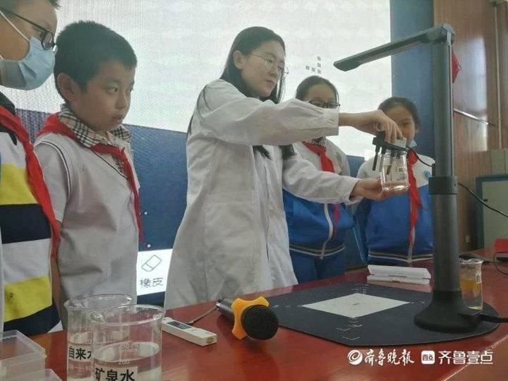 """水质安全课进课堂,小学生获聘""""水质常识普及员"""""""