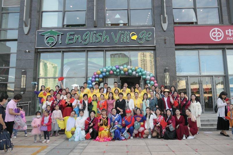 美妙的语言旅行,燕山新居幼儿园联合英语村举行中秋国庆游园会
