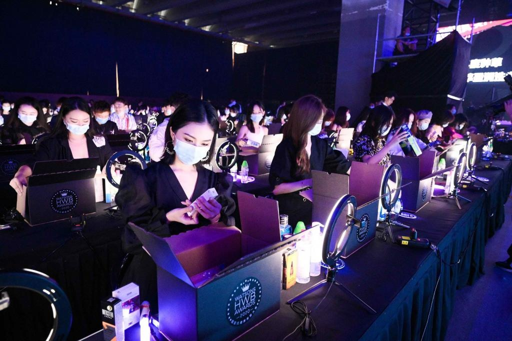 时尚 |明星大咖现场助阵 2020屈臣氏HWB年度榜单好物狂欢节开启