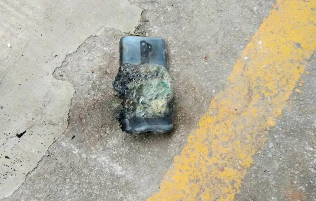 新手机才用6天,突然在裤包里炸了!丽江男子大腿被炸伤,触目惊