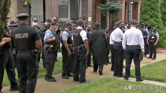 美国有30个帮派联合起来向开枪打人的警
