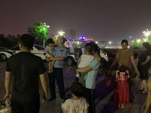 漯河一两岁的女孩晚上光着脚走路时会哭