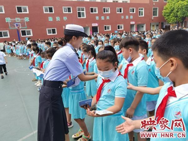 安静的交通 从小抓起漯河交警 走进校园