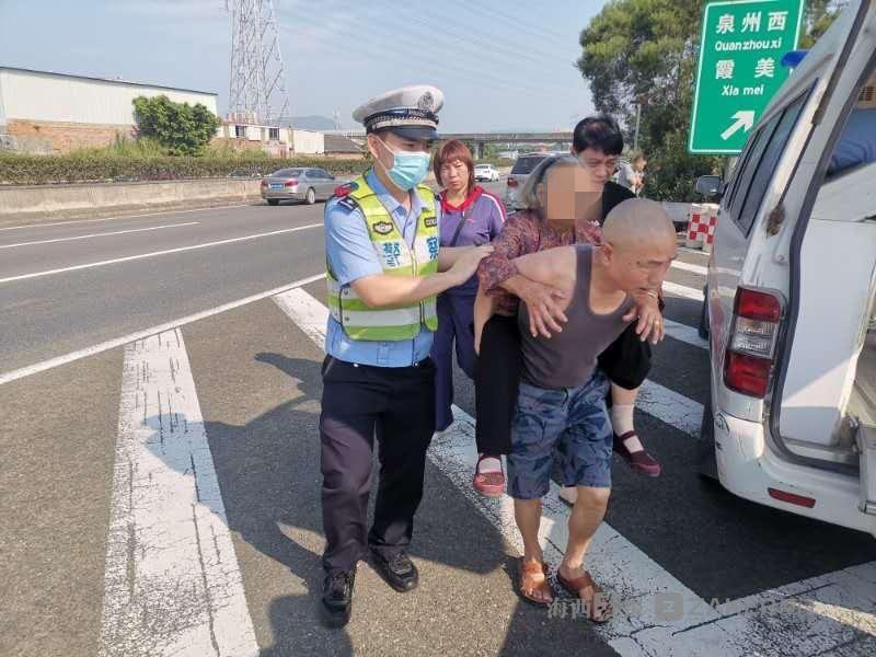 车辆突然变道致追尾两人受伤 交警紧急救助受伤89岁老阿婆