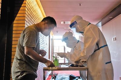 入境进京集中观察人员每天三次测量体温