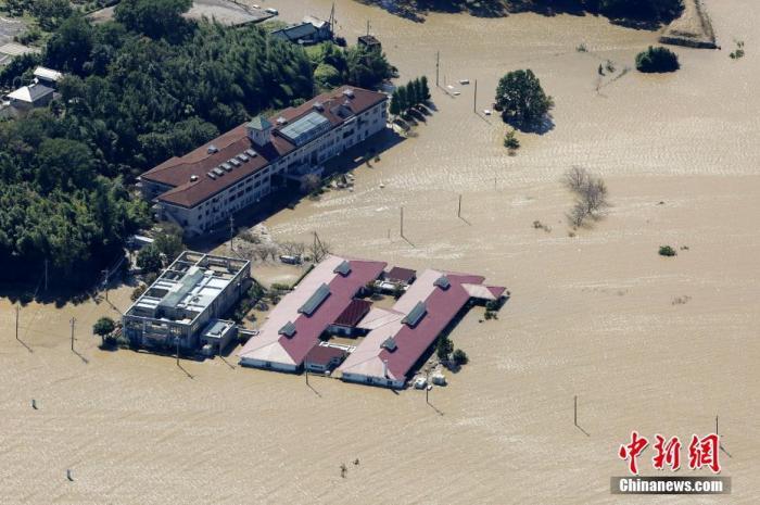 """资料图:当地时间2019年10月,台风""""海贝思""""致日本数千住宅被淹。"""