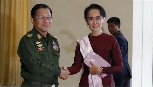 外国网友:中国改成西式民主就能消除美国敌意?问她