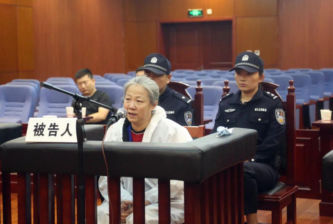 白雪梅贪污、受贿案一审开庭。 榆林中院微信公众号 图