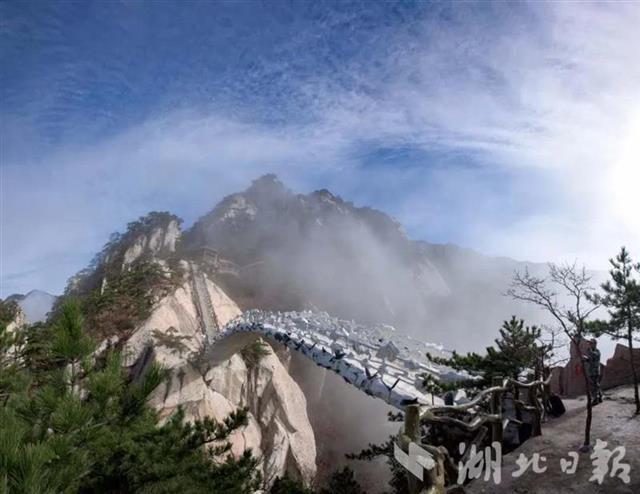 惠游湖北引来如潮客 天堂寨景区客流超去年同期