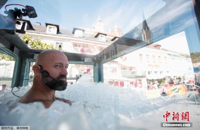 全身埋在冰下2小时30分57秒!男子或创世界纪录(图)